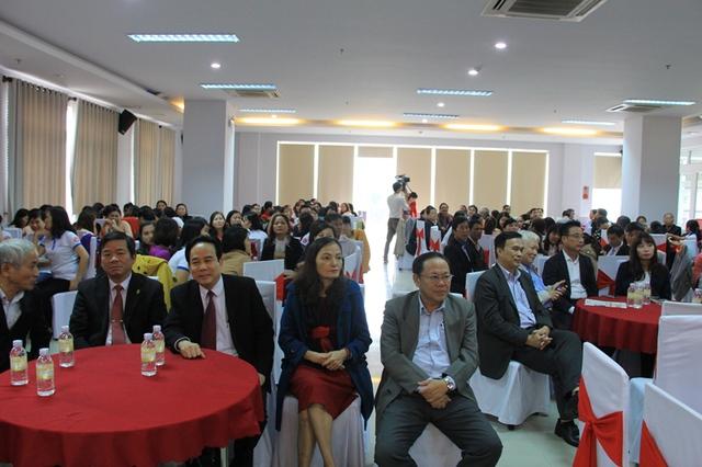 Ngành Dân số Đà Nẵng cũng tổ chức buổi gặp mặt giữa các lãnh đạo, cán bộ...trong ngành Dân số qua các thời kỳ nhân kỷ niệm 55 năm Ngày Dân số Việt Nam. Ảnh: Đức Hoàng