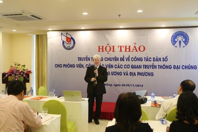 GS.TS Nguyễn Đình Cử phát biểu tại hội thảo. Ảnh: Đức Hoàng