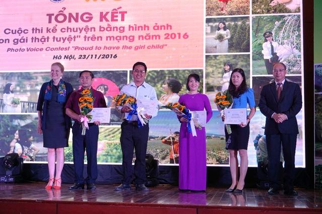 6 đơn vị đạt giải Khuyến khích gồm: Chi cục DS-KHHGĐ tỉnh Thái Nguyên; Đồng Nai; Đắk Lắk; Nghệ An; Đắk Nông và Tây Ninh