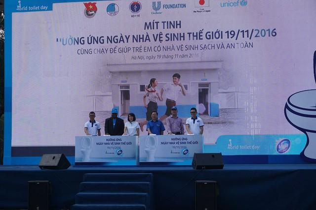 Toàn cảnh buổi lễ Mít tinh hưởng ứng ngày Nhà vệ sinh Thế giới 19/11. Ảnh: N.Mai