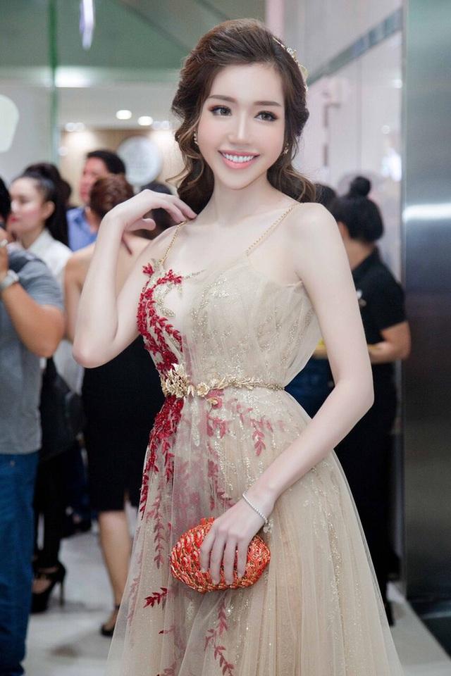 Tối 27/10, Elly Trần xuất hiện lộng lẫy tại họp báo ra mắt phim điện ảnh Bí ẩn song sinh.