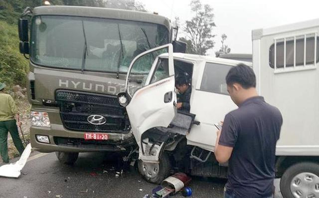 Hiện trường tai nạn làm một người chết, 5 người bị thương. Ảnh: T.A