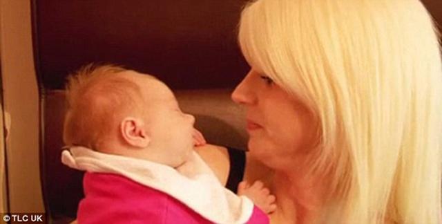 Bà mẹ nước Anh thừa nhận cô sinh con lần đầu cách đây hơn 20 năm, từ khi mới 16 tuổi, và rất nghiện có nhiều con.