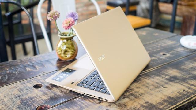 Acer Swift 3 sở hữu độ dày chỉ 17,9 mm cùng trọng lượng 1,5kg. Đây là một trong những sản phẩm gọn nhẹ nhất phân khúc laptop 14 inch trên thị trường. Máy sở hữu vỏ nhôm nguyên khối, ổ SSD tốc độ cao và tùy chọn vi xử lý Intel Core i7 mới nhất.