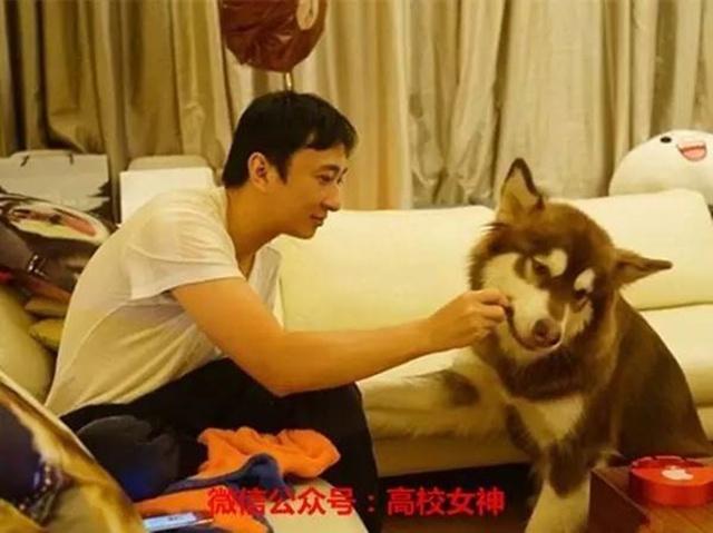 Vương Tư Thông sinh năm 1988, là con trai độc nhất của tỷ phú giàu có nhất Trung Quốc Vương Kiện Lâm.