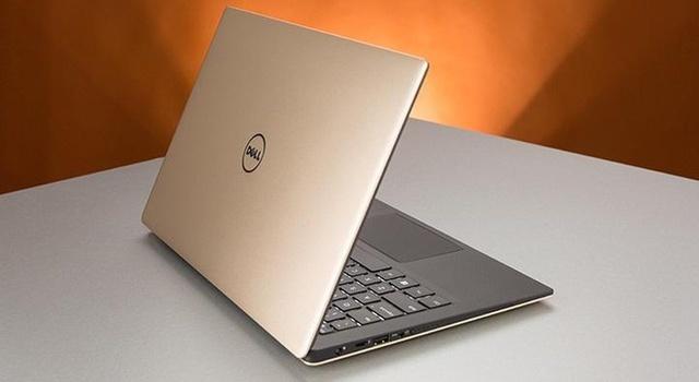 Dell XPS 13 được xem là mẫu ultrabook 13 inch nhỏ nhất thế giới với kích thước tương các mẫu laptop 11 inch cùng cân nặng chỉ 1,2 kg. Có được điều này là nhờ viền màn hình máy siêu mỏng. Phiên bản mới năm 2016 ngoài nâng cấp cấu hình còn thêm cổng USB-C 3.1, bàn phím có đèn nền.