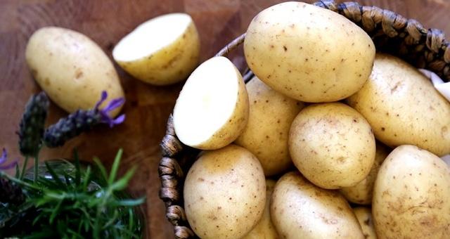 Lưu ý là không lấy khoai tây ra khỏi món ăn cho đến khi bạn dọn bữa.