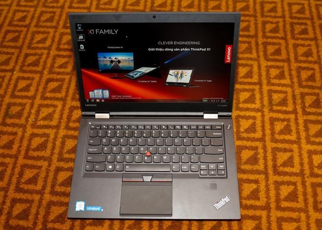ThinkPad X1 Carbon là chiếc ultrabook 14 inch nhẹ nhất thế giới với trọng lượng chỉ 1,18 kg. Máy có thể sạc được 80% pin chỉ trong vòng 30 phút và hoạt động liên tục được 6,3 tiếng khi đầy pin. Thinkpad X1 Carbon được trang bị ổ cứng Samsung M.2 NVMe SSD có dung lượng lên tới 1TB, tốc độ nhanh gấp 5 lần một ổ cứng SATA SSD tiêu chuẩn. Laptop này còn sử dụng modem Qualcomm Snapdragon X7 LTE cùng hỗ trợ 4G LTE Advanced Carrier Aggregation, cho phép tốc độ tải về tới 300 Mb/giây và một Dock kết nối không dây WiGig.