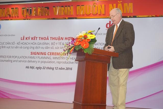 Ông Michael Evans, Trưởng Đại diện DKT International tại Việt Nam tại Lễ ký kết. Ảnh: N.Mai