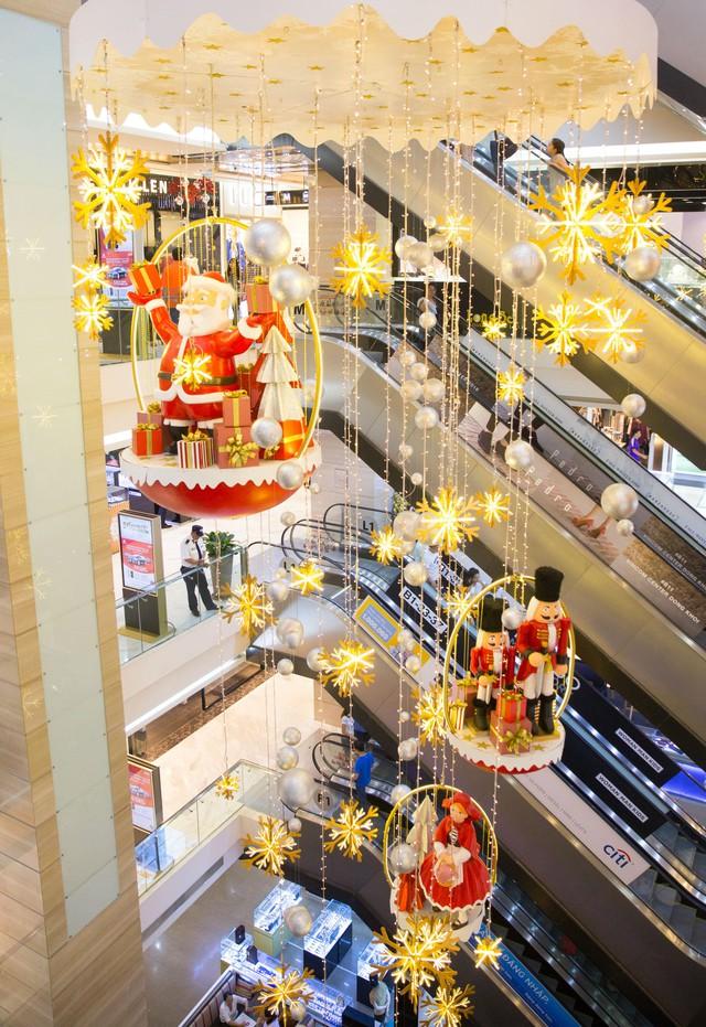 Trung tâm thương mại bài trí đẹp mắt đón Giáng sinh. Ảnh minh họa.