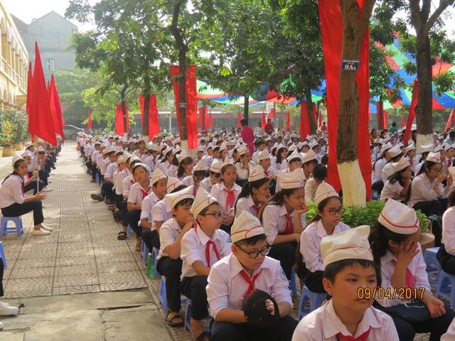 ... với sự tham gia của cả ngàn học sinh, giáo viên.