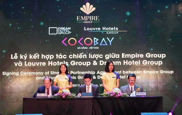 Empire Group tiến hành ký hợp tác chiến lược với hai tập đoàn hàng đầu thế giới về quản trị khách sạn là Dream Hotel Group (Mỹ ) và Louvre Hotels Group (Pháp). Ảnh: Đức Hoàng