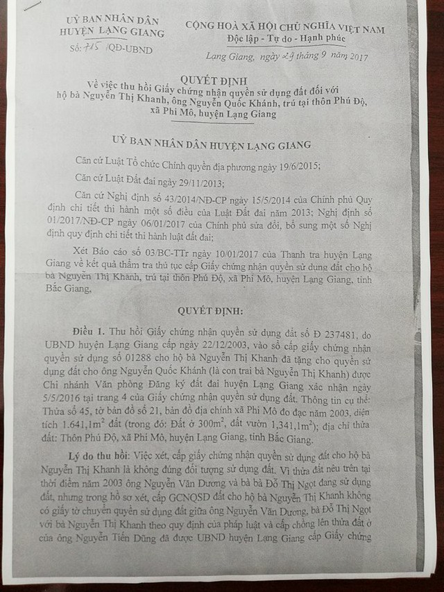Quyết định số 715/QĐ-UBND của UBND huyện Lạng Giang về việc thu hồi Giấy chứng nhận quyền sử dụng đất đối với hộ bà Nguyễn Thị Khanh, ông Nguyễn Quốc Khánh