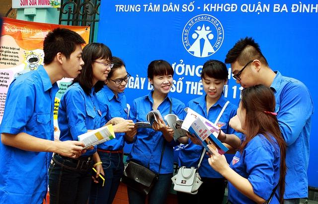 Tuổi trẻ Thủ đô Hà Nội hưởng ứng Ngày Dân số thế giới 2016. Ảnh: Dương Ngọc