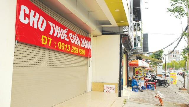 Một cửa hàng trên phố Thái Hà căng biển cho thuê. Ảnh: Phạm Hùng