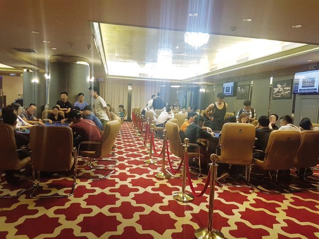"""Rất đông """"vận động viên"""" tham gia chơi tại Poker Capital Club. Ảnh: Cao Tuân"""