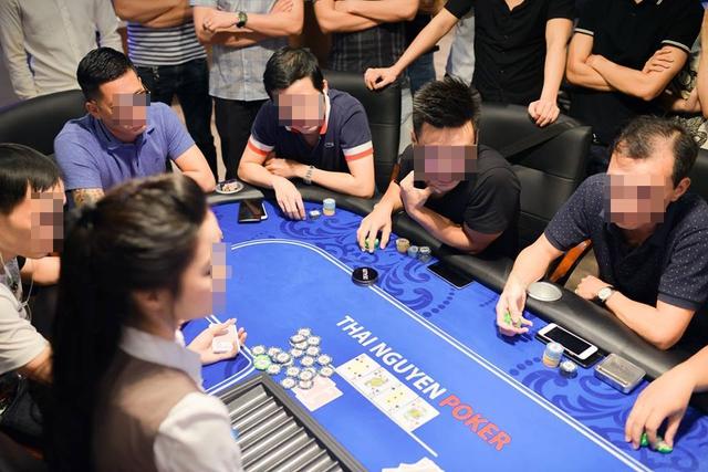 """Một """"giải đấu"""" tại Thái Nguyên Poker Club với sự tham gia của nhiều thành phần, lứa tuổi. Ảnh: Cao Tuân"""