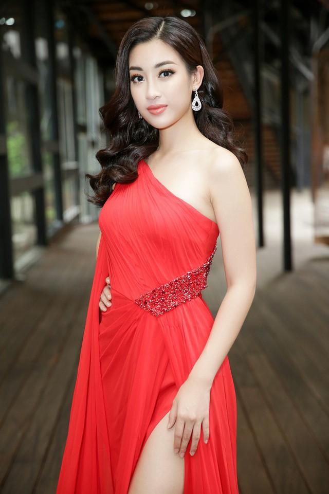 Hoa hậu Đỗ Mỹ Linh quyến rũ, sang trọng trong bộ đầm đỏ