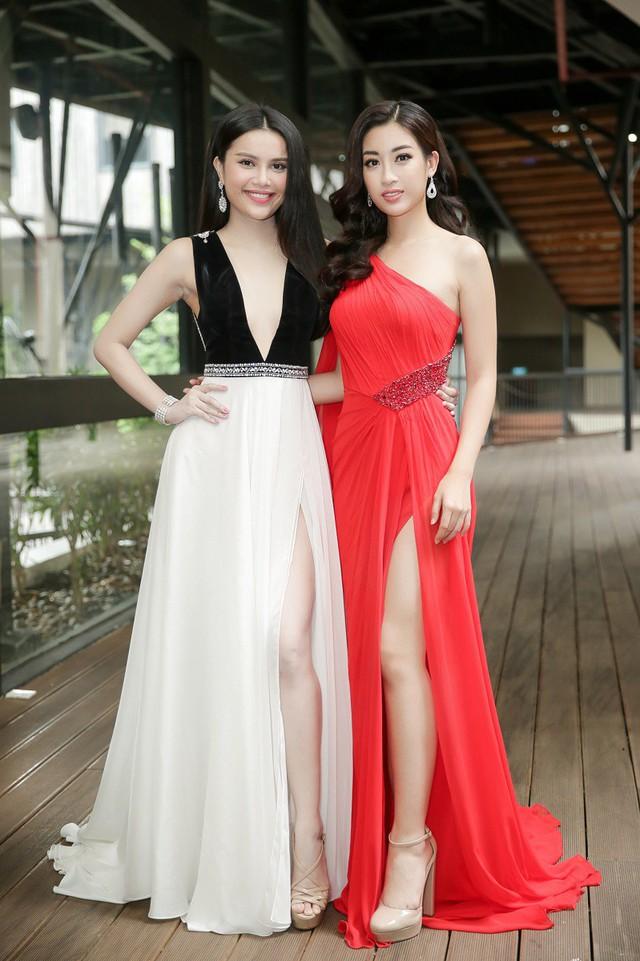 Á hậu Đại dương Diệu Thùy (trái) chính thức là đại diện Việt Nam tham dự cuộc thi Nữ hoàng Du lịch Quốc tế