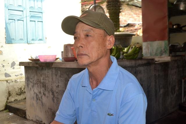 Ông Nguyễn Đăng Huyền kể về hoàn cảnh gia đình bà L cho PV Báo GĐ&XH. Ảnh: Đ.Tuỳ
