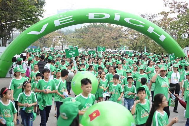 10.000 giáo viên và các em học sinh tham gia ngày hội đi bộ