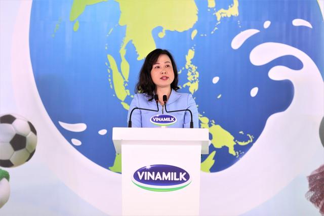 Bà Đào Hồng Lan - Ủy viên dự khuyết Trung Ương Đảng, Thứ trưởng Bộ Lao động Thương binh và Xã hôi phát biểu tại sự kiện.