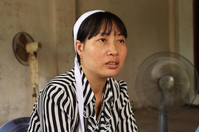 Chị Nghiêm Thị Hằng (vợ nạn nhân) chia sẻ với PV Báo Gia đình & Xã hội. Ảnh: Đ.Tùy