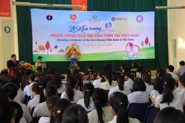 Quang cảnh lễ khai trương ngân hàng sữa mẹ đầu tiên tại Việt Nam. Ảnh: Đức Hoàng