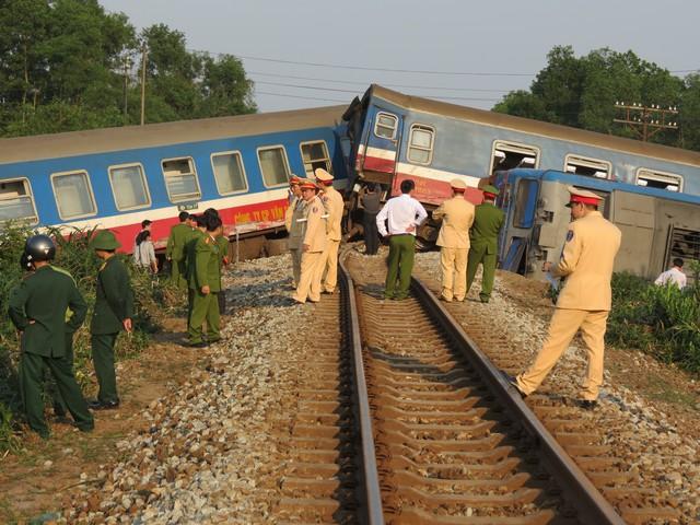Hiện trường vụ tai nạn tàu hỏa Bắc Nam khiến nhiều người thương vong. Ảnh: L.C