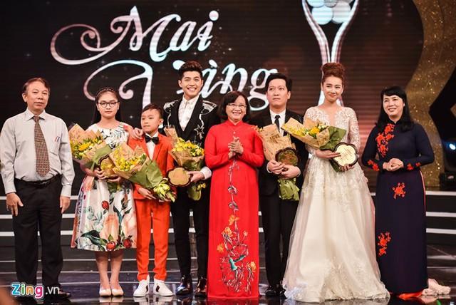 Các nghệ sĩ được ban tổ chức tôn vinh nhờ có bình chọn cao. Ảnh: Nguyễn Bá Ngọc.