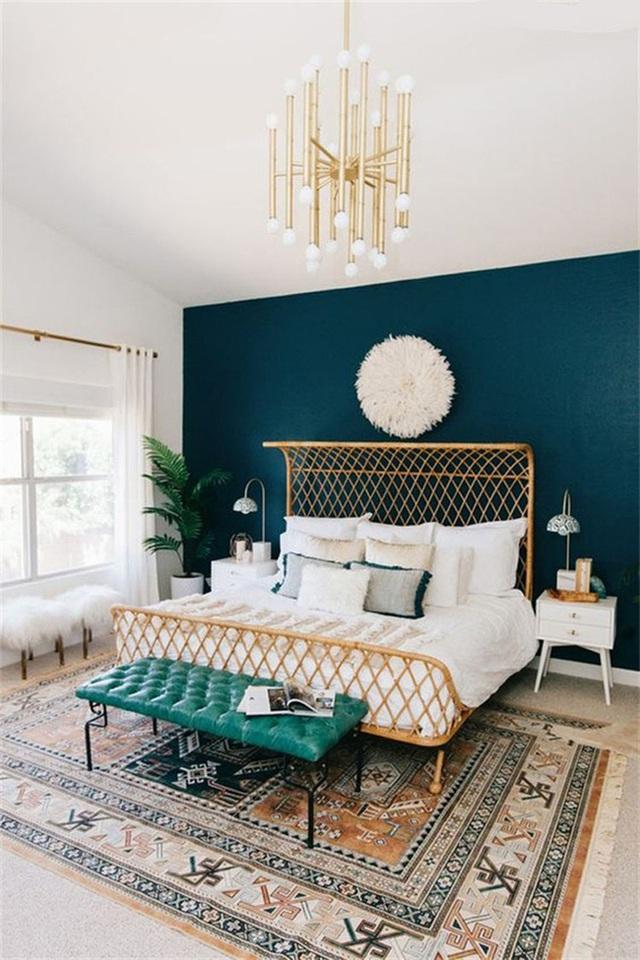 1. Lấy màu xanh lá tạo điểm nhấn cũng không thể nào che mất đi được nét nữ tính của căn phòng được mang lại bởi chất liệu lông sợi.