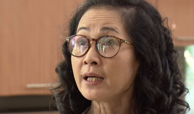 Bà Phương khó chịu khi vợ chồng con trai đi ra ngoài mà không xin phép bố mẹ.