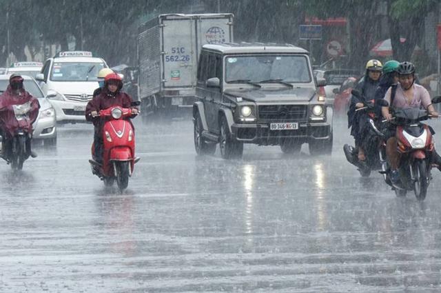 Sáng 25/4 TP.HCM và một số tỉnh Nam bộ bất ngờ có mưa lớn.