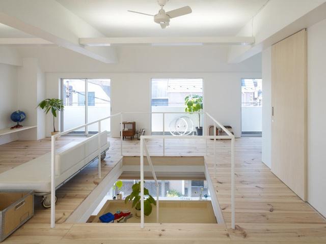 Theo các nhà thiết kế nội thất nổi tiếng của Nhật Bản cho rằng, hầu hết mọi người sẽ hạnh phúc hơn, vui vẻ hơn khi bước vào những căn phòng được mở rộng một cách tối đa với thiên nhiên bên ngoài và… không nhìn thấy đồ đạc.
