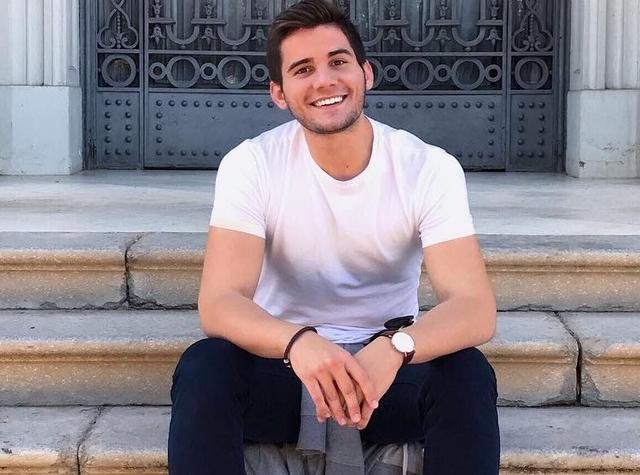 Jorge Dliz (21 tuổi, bác sĩ thú y tại Tây Ban Nha) trở thành tâm điểm trên mạng nhờ vẻ ngoài điển trai. Sau khi được các diễn đàn tại Việt Nam chia sẻ hình ảnh, anh nhận được nhiều lời khen ngợi từ hội chị em. Hiện Instagram của nam bác sĩ có hơn 20.000 người theo dõi.