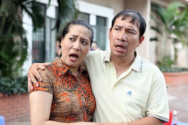 Quang Thắng - Thu Huyền trong Những người nhiều chuyện. Phim phát sóng trên VTV1 vào 20h40 tối thứ 5-6 hàng tuần từ 6/7.