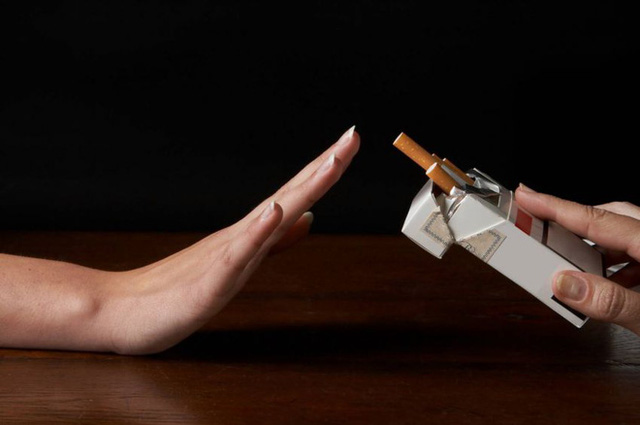Không chỉ gây hại cho hệ tuần hoàn và hô hấp, hút thuốc còn làm giảm tế bào mô xương và khiến hệ khớp của bạn yếu đi trông thấy.