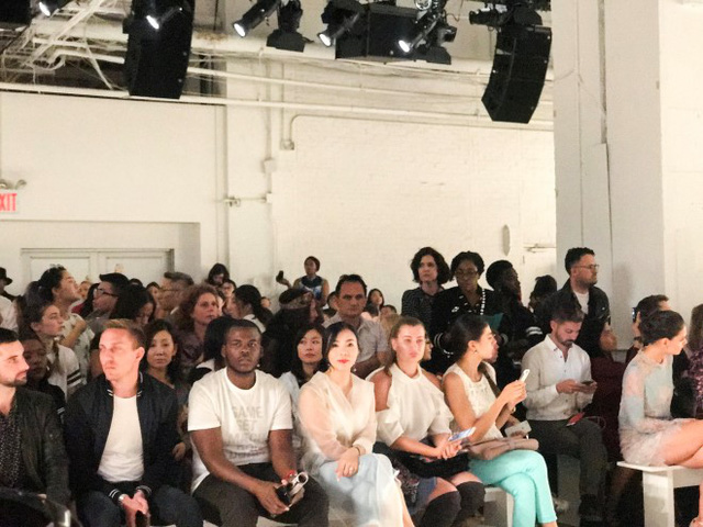 Doanh nhân Lưu Nga ngồi cùng hàng ghế với Paris Hilton