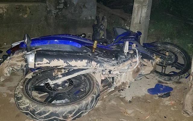 Chiếc xe máy gặp nạn tại hiện trường. Ảnh: Phú Đô.