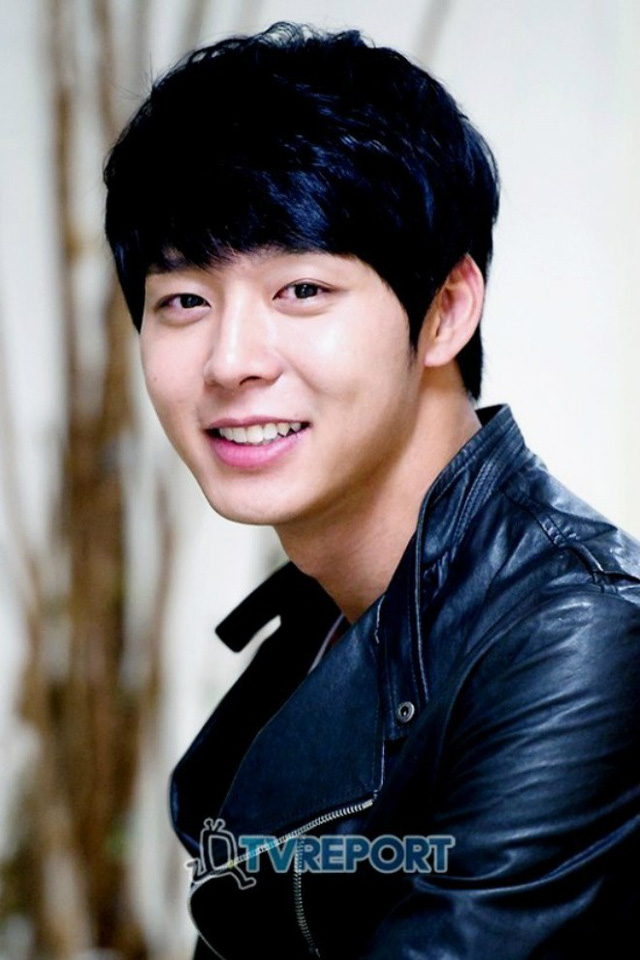 Park Yoochun là một ca sĩ thần tượng nổi tiếng thuộc nhóm DBSK, JYJ trước khi lấn sân sang nghiệp diễn xuất nên sở hữu lượng người hâm mộ khổng lồ.