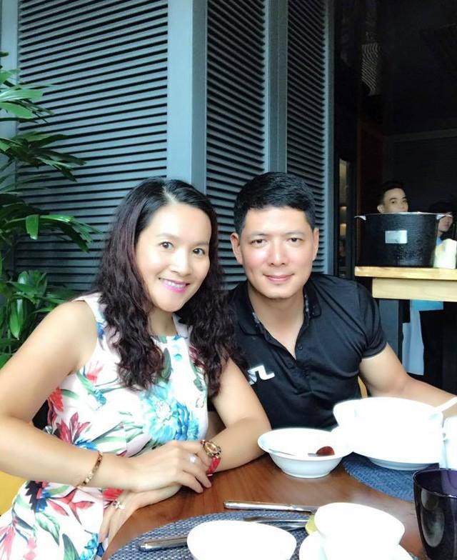 Bà xã Bình Minh chia sẻ cô không bận tâm khi xem loạt ảnh thân mật của chồng và đồng nghiệp.