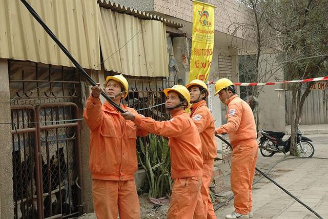 EVN HANOI tiếp nhận lưới điện hạ áp nông thôn