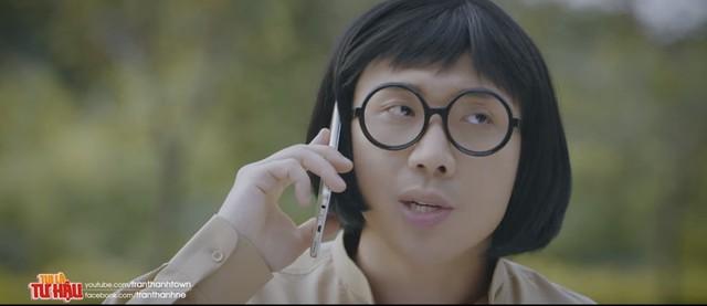 Trấn Thành bị khán giả đánh giá là quảng cáo quá nhiều trong phim hài. Ảnh; Chụp từ màn hình.