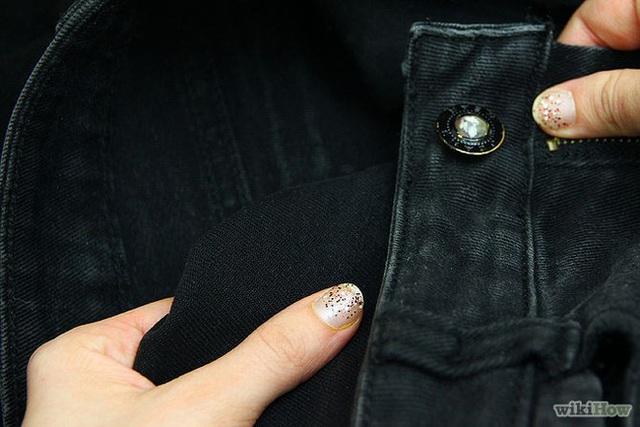 Từ nay thì tha hồ diện đồ đen mà không sợ mặc nhiều phai màu rồi nhé. (Ảnh: wikihow)