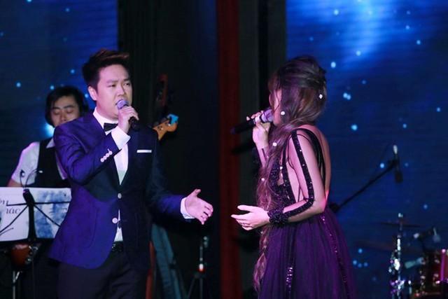 Lê Hiếu và Khả Linh song ca ca khúc Tình yêu tôi hát.