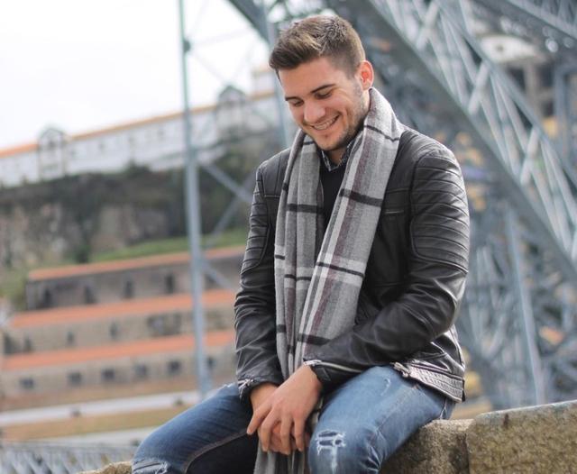 Jorge sở hữu nụ cười tỏa nắng cùng đôi mắt sâu cuốn hút. Những bức ảnh trên trang cá nhân của anh thường nhận được nhiều tình cảm, sự yêu mến từ mọi người.