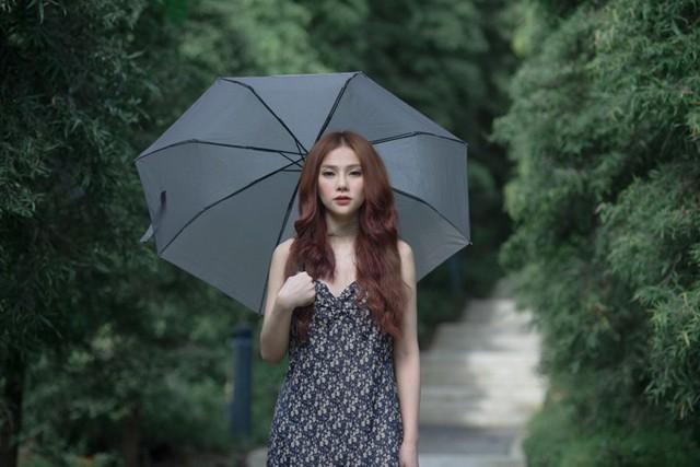 Cuộc sống hôn nhân gặp trục trặc nhưng Thu Thủy vẫn cố gắng giữ thái độ bình thản để đi diễn và làm sản phẩm âm nhạc liên tục.
