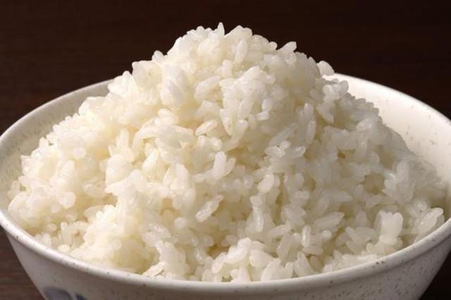 Cơm thừa có thể bảo quản trong ngăn đá trong 3 tháng nhưng gạo thì không nên để trong ngăn đá.