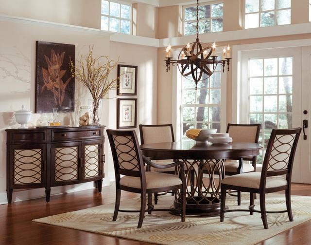 9. Đôi khi điều tốt nhất bạn có thể đưa vào phòng ăn màu sắc màu trung tính là một tấm thảm có màu sáng nhẹ nhàng. Sự cân bằng trong phòng sẽ trở nên rõ ràng, không gian ngay lập tức sẽ trở nên sáng hơn, chan hòa hơn.