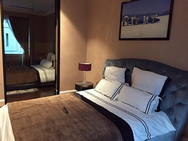 2 phòng ngủ phụ có diện tích nhỏ hơn nhưng cũng được chăm chút tỉ mỉ với những món đồ tới từ các thương hiệu xa xỉ.